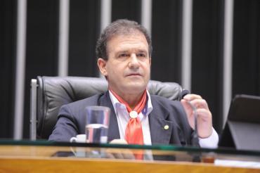 Pompeo de Mattos propõe isenção de taxas e passaporte gratuito à pessoa idosa